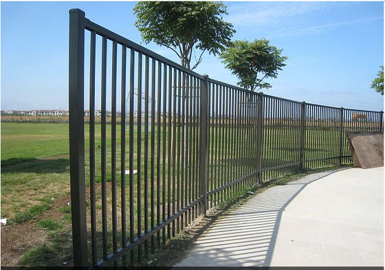 China Easily Assembled Black Steel Fence Black Metal For Traffic Safety Anti Corrosion supplier