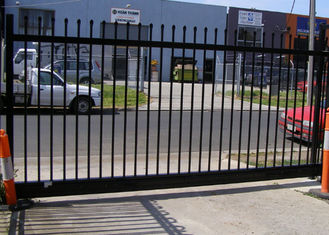 China Gray Black Steel Garden Fence , Tubular Picket Fence With Flat Top High Strength supplier