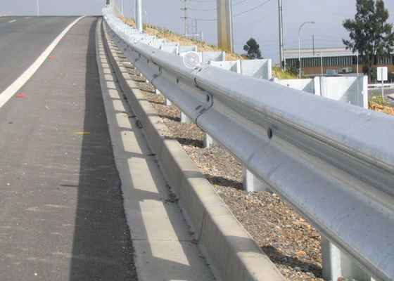 China Professional Highway Guard Rail With CE / ISO9000 Certificate Corrosion Resistant supplier