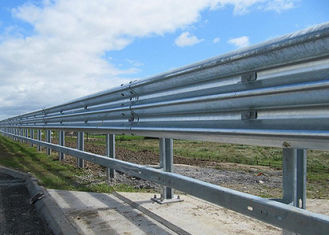 China Heavy Duty Highway Guard Rail Parking Lots Fence For Road Easy Installation supplier