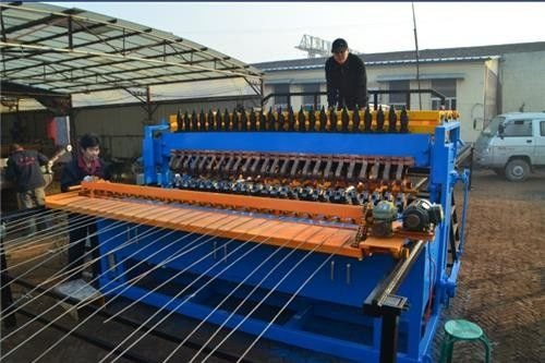 China CNC Control Reinforcing Mesh Welding Machine , Fully Automatic Welded Wire Mesh Machine supplier