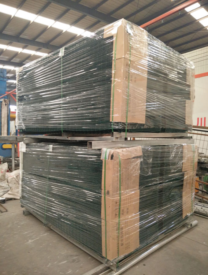 White Vinyl Coated Welded Wire Fencing / Galvanised Welded Wire Mesh ...
