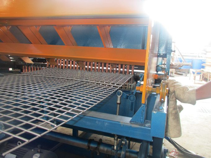 Semi-Automatic Welded Wire Mesh Fencing panel Machine 50*50 Mm-200*200 Mm Mesh Size